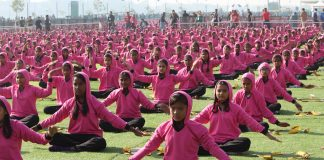 Indian students performing yoga | Licas news