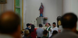 Chinese Catholics in underground church