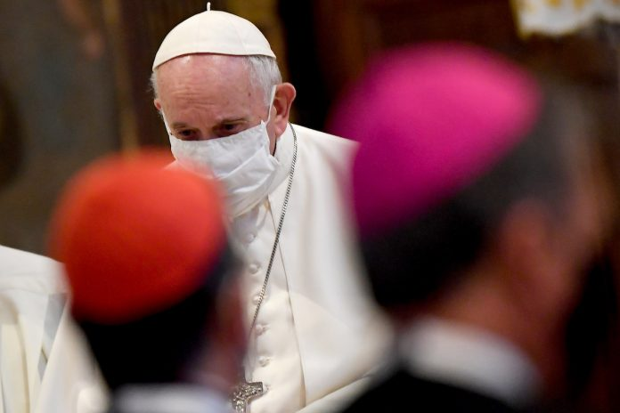 BI_Pope Francis, wearing a protective face mask