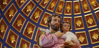 Statue of St. Joseph and child Jesus
